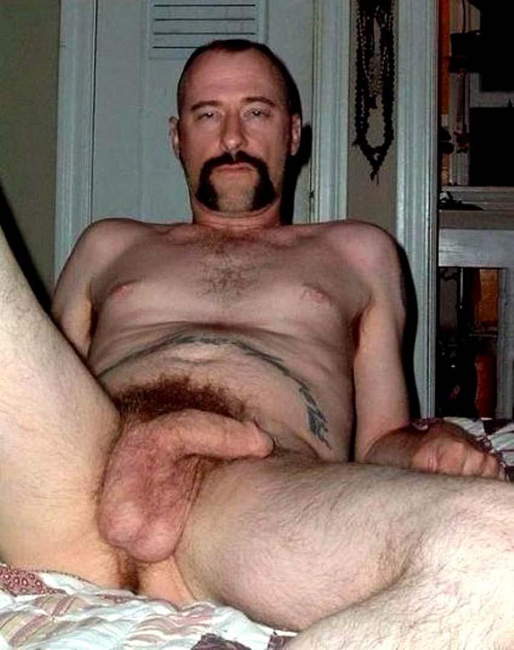 homem pelado pentelhudo