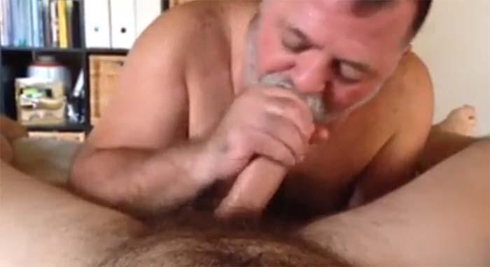homem velho sexo oral gay