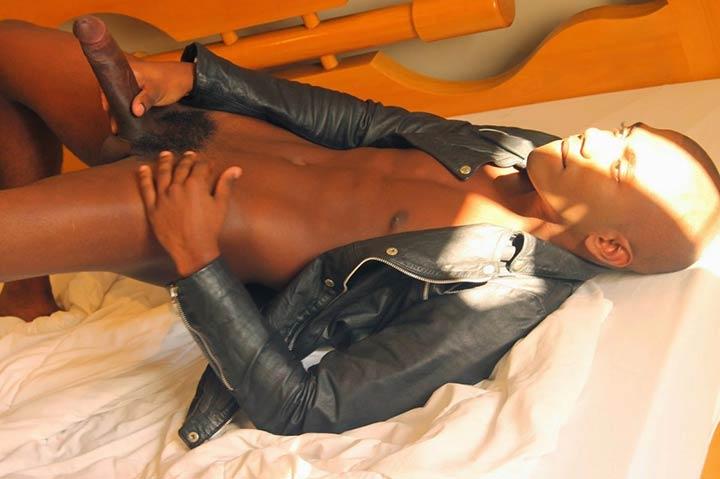 Negros Dotados: garoto de programa pica grande negra