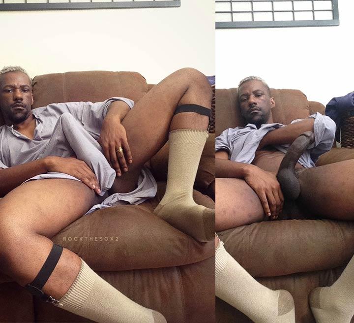 Fetiche em Meias: Negro pelado, caralhão duro de meias beje
