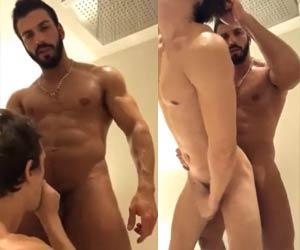 Barbudo bombadão socando PICA PESADA no banheiro