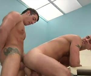 Proctologista fodendo paciente sarado no consultório