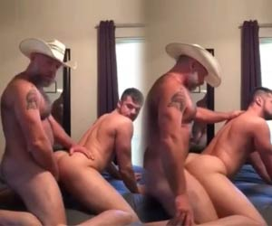 Daddy cowboy domando o touro gay