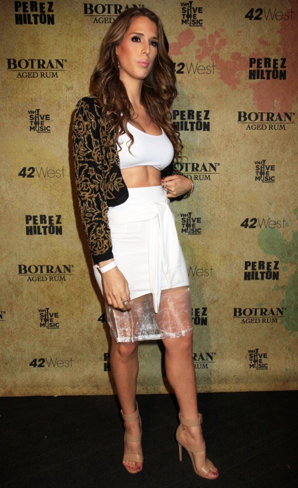 carmen-carrera-perez-hilton-celebrate-his-36th-birthday-02