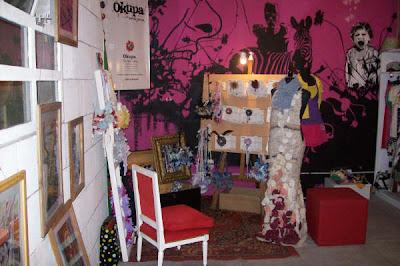 Essenza Verano 2008 · Instalación de Okupa, accesorios con material textil reciclado