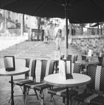 Photo d'un café plein de charme, Montmartre