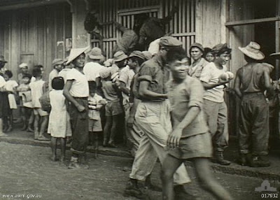 Philippines People Filipino Pinoy Pilipinas Old Black White Pictures bakery bread queue wwii war street sidewalk chinese noon
