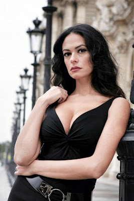 Maria Grazia Cucinotta - click on picture to get high resolution picture