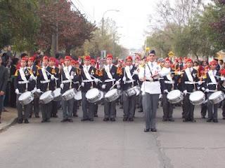 Resultado de imagen de veintiún cañonazos, tres toque de trompeta e interpretación de los himnos nacionale