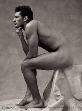 La guida completa per fotografare il nudo: tipi di foto, modelli, location, Inspiring picture black and white, fashion, mirror, pearls, vintage eyes.