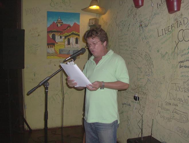 """Recital popular en el bar tertuliante """"La Olla Quemada""""."""