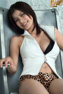 Azusa Otsu Japanese Gravure Busty Idol in bikini pictures