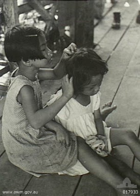Philippines People Filipino Pinoy Pilipinas Old Black White Pictures girls grooming tacloban leyte Second World War, 1939-1945 noon