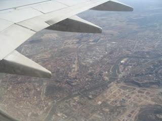Imagen aérea de Valladolid, con el ala del avión en primer término
