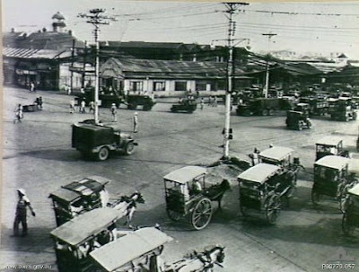 Philippines People Filipino Pinoy Pilipinas Old Black White Pictures kalesa calesa street scene 1945 manila noon