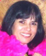 Dulcinéa Carmona (Dú Karmona) - Nasci na 'minha' São Paulo, que amo de paixão, e sou devota do amor desde então. Paulistana com muito orgulho, ariana, urbana, mãe de Danielle e Felipe. Sou formada em Comunicação Social/Publicidade & Propaganda. Sempre gostei de escrever, desde menina brincava com as palavras, mas muito timida, nunca expus meus tantos escritos. Aos 20 anos, resolvi não mais escrever, e me desfiz de tudo deixando esse meu lado adormecido, passando a ser somente leitora. Retornei em meados de 2005, às escritas. Depois de vários anos de crescimento, faltava algo. Resolvi então libertar-me. Em 2007 dei inicio às publicações no site literário Recanto das Letras. E hoje, faço de tudo poesia. Vou continuar a viver escrevendo, mas não me considero poeta, apenas inspirada (e necessitada) a externar minhas emoções, o meu amor exagerado por tudo, da maneira mais espontânea.