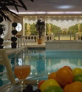 Hotel lujoso George V en Paris