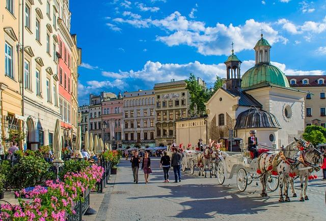 Wycieczka szkolna do Krakowa i Zakopanego. W prograie Krakowsi rynek i wejście nad Morskie Oko