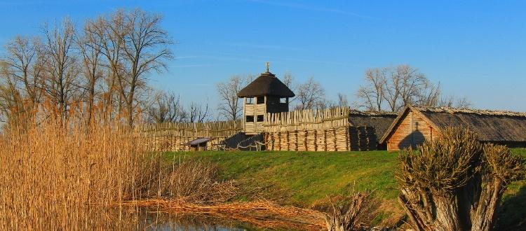 Wycieczka na Szlak Piastowski. Zwiedzanie Rezerwatu Archeologicznego w Biskupinie
