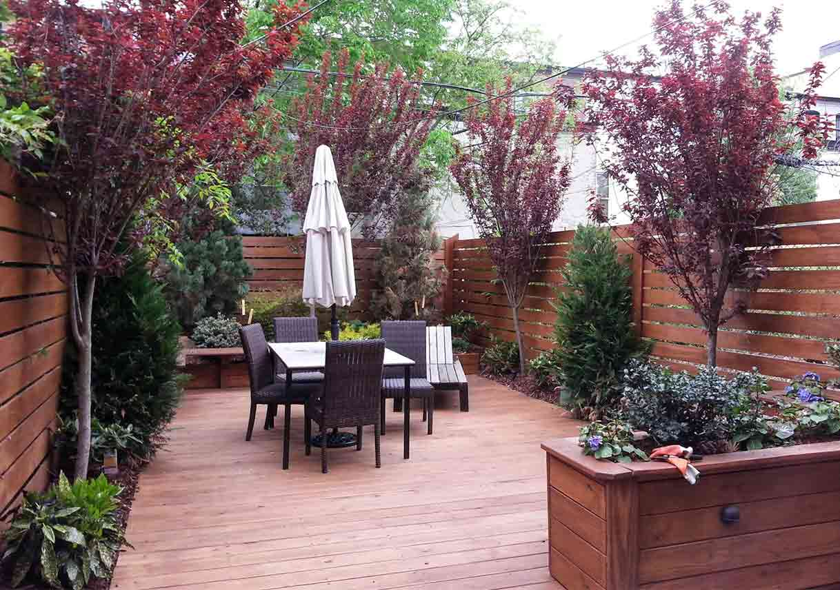 Make Your Small Yard Look Bigger | Best Pick Reports on Townhouse Patio Ideas  id=73626
