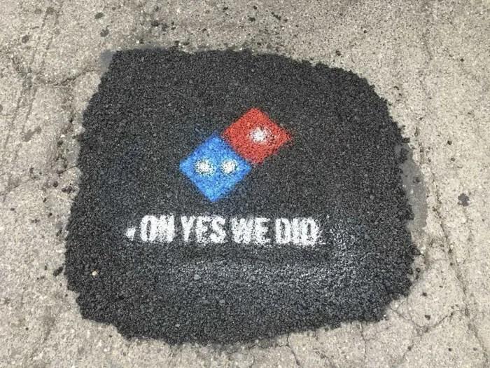 ドミノピザが道路工事する理由