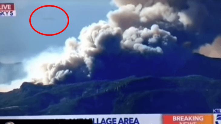 葉巻型UFOがカリフォルニアの山火事上空に出現!災害現場の未確認飛行物体
