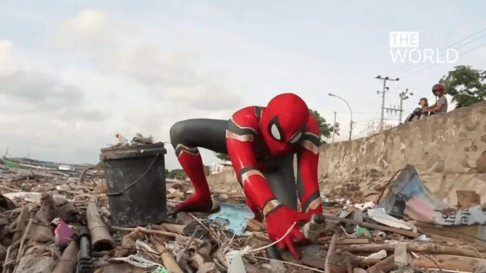 ゴミのポイ捨てと闘うスパイダーマン