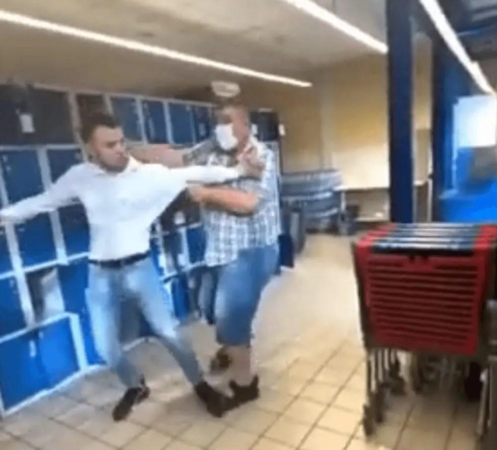 マスク警察の巨大ソーセージ暴行事件動画
