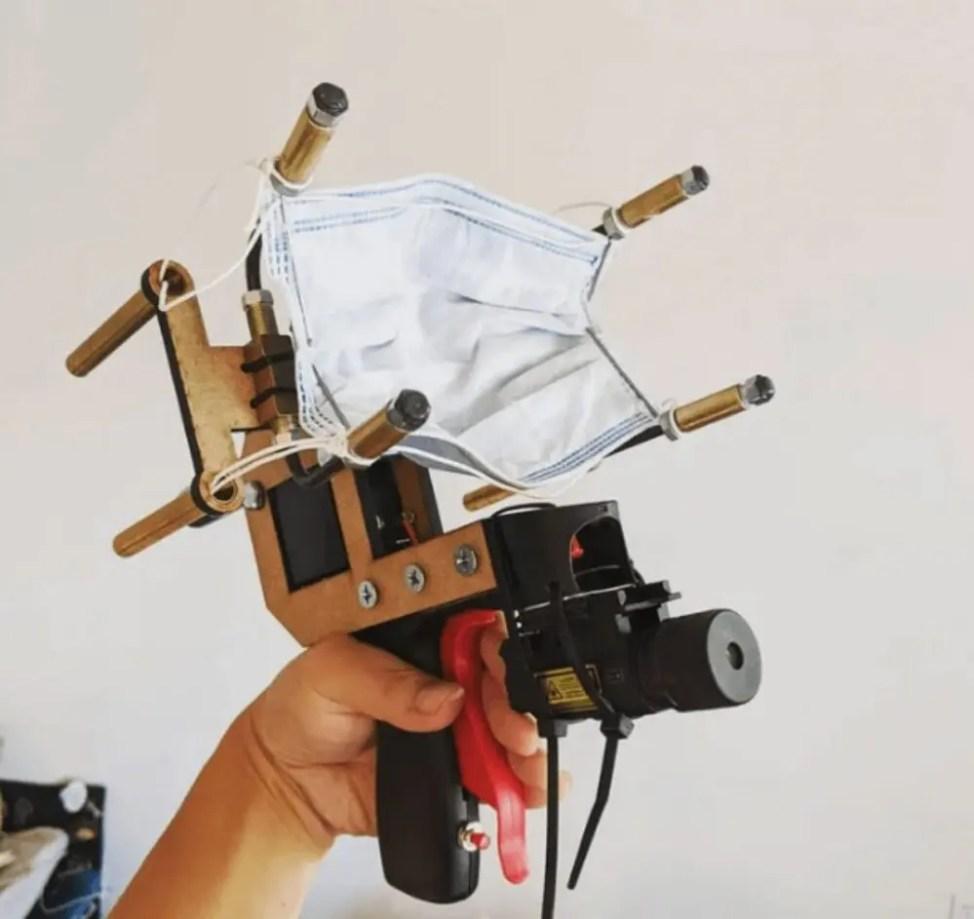 コロナ禍の大発明マスク銃