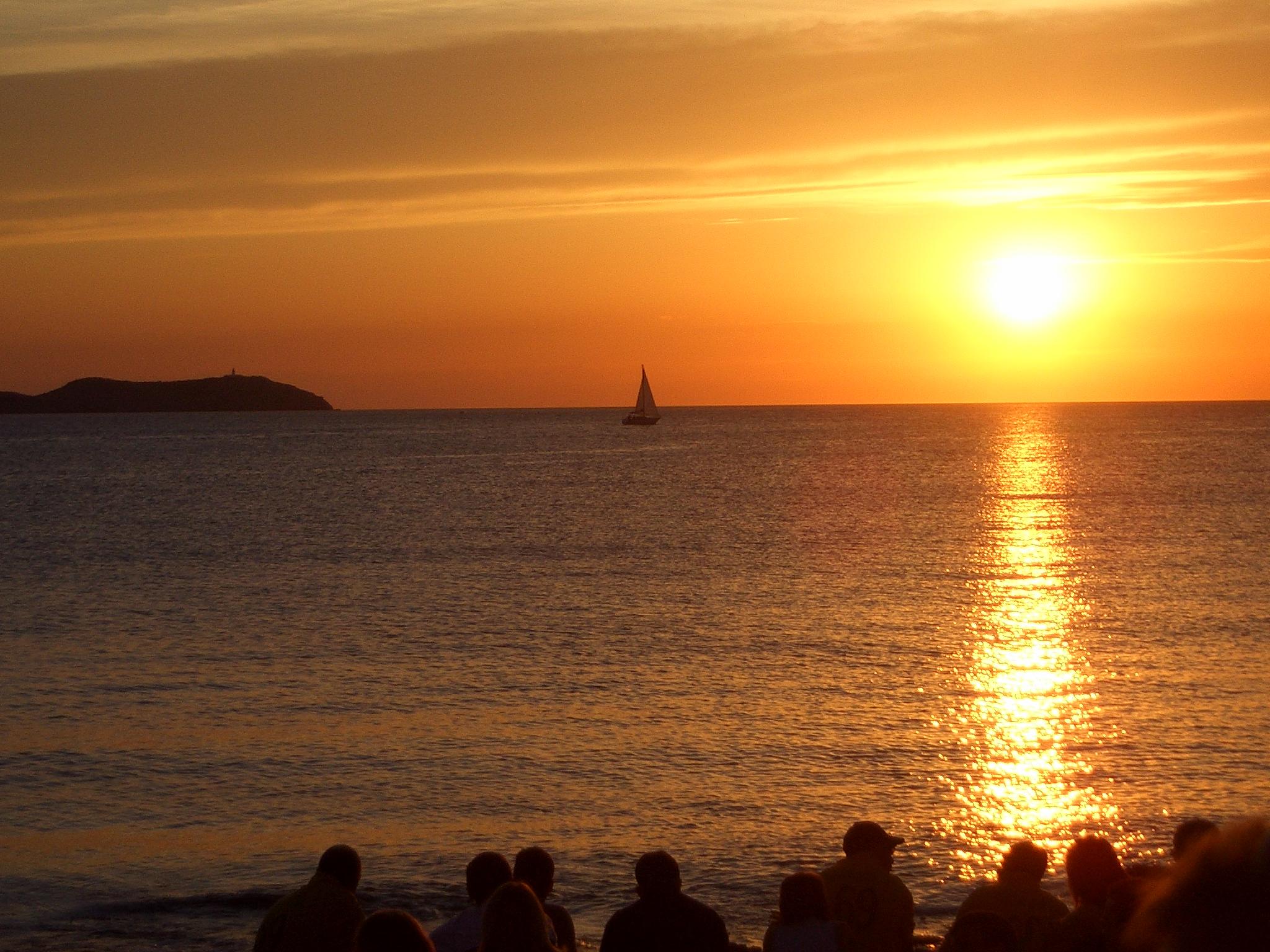 Cafe_del_mar_sunset_(14215019)