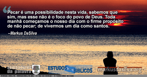 Uma pessoa olhando para o mar ao por do sol com texto sobre o artigo: Estudo Bíblico A Voz de Satanás o Inimigo do Cristão - Por Markus DaSilva
