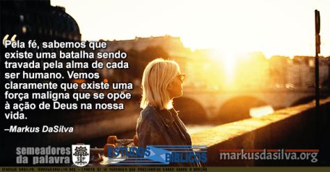 Foto de uma senhora olhando a paisagem no por do sol com Estudo Bíblico - 12 Verdades Que Precisamos Saber Sobre A Oração (Parte 9) - Orando contra principados e potestades. Markus DaSilva