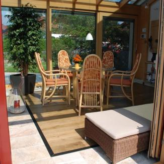 Ansicht von Innen mit Holzboden