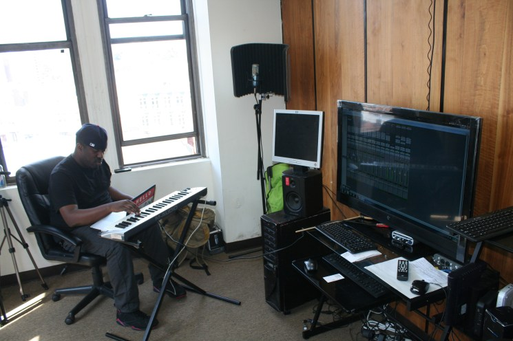 Shawty Slim In Old Studio (5)
