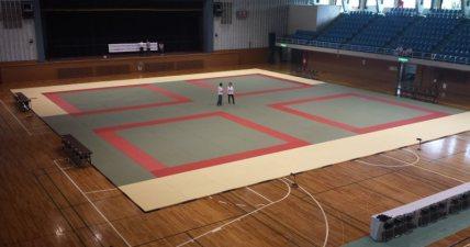 Kawasaki City Gymnasium setup for the tournament