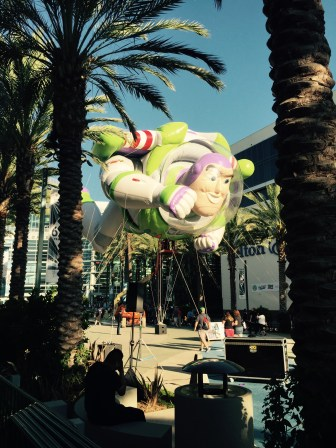 Buzz balloon outside 2015 expo