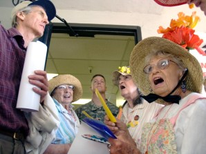 raging-grannies_6-26-07