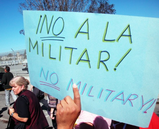 No al la Militar! No Military!