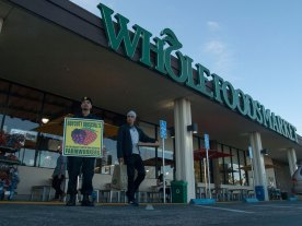 """Michael Joseph urges customers at a Whole Foods Market in Santa Cruz, """"Don't buy Driscoll's berries until all farmworkers get the basic human rights they deserve!"""""""