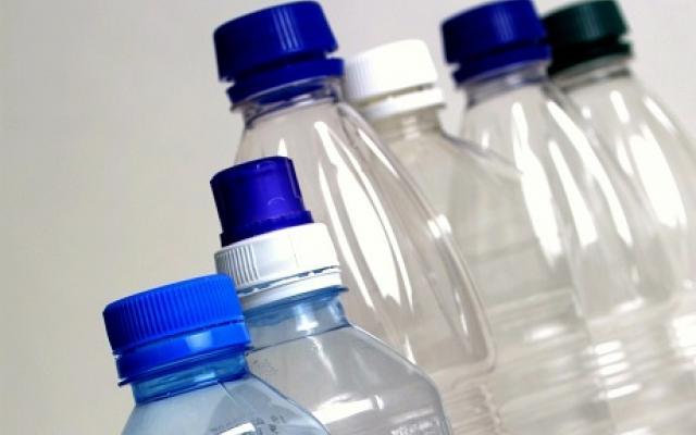 СТОЙТЕ ДАЛЕЧЕ ОТ ТЯХ! Пластмасовите бутилки ни удрят в бъбреците...