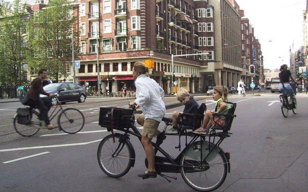 Há 12 anos o dia-a-dia de Amesterdão já era ciclável