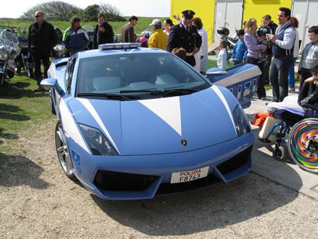 La Lamborghini della Polizia che ci ha scortati alla Pasqua per un bambino