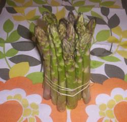 Gli asparagi pronti per essere lessati