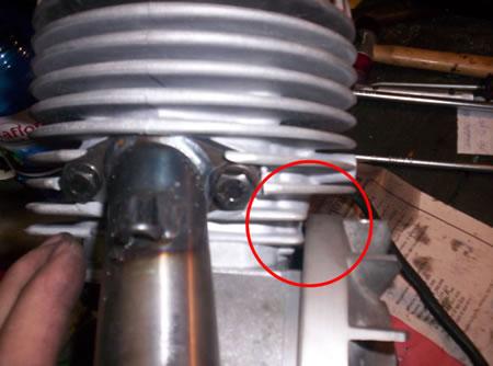 L'interferenza del volantino con il cilindro del motore Vespa 50