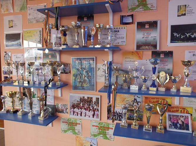 Zestrea de cupe si medalii a Lil Motion Dance School