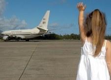 child-waving-goodbye-595429__180