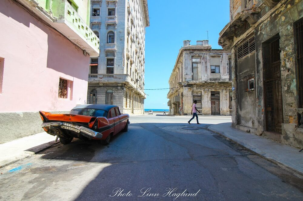 A crashed vintage car in the streets of Havana