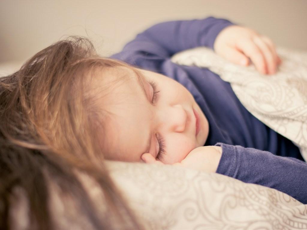 Ini 5 Tips Mudah Bagaimana Cara Mengatasi Anak Susah Tidur di Malam Hari