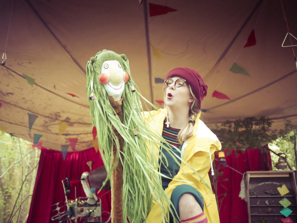Fran Moulds as Fern, holding puppet © Drew Worthley/Brambledash