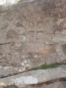 Masso scolpito presso Lago Santo